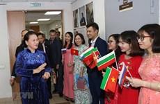 Ratifica la presidenta del Parlamento vietnamita política nacional para atraer talentos