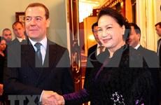 Dialogan presidenta del Parlamento de Vietnam y primer ministro de Rusia