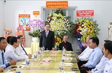 Felicita Frente de Patria de Vietnam a comunidad católica por Navidad