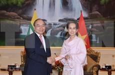 Dialogan primer ministro de Vietnam y asesora de Estado de Myanmar