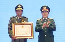 Honran a dirigentes con destacados méritos en fomento de relaciones Vietnam-Laos-Camboya