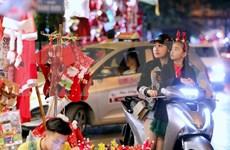 Atmósfera de alegría predomina grandes urbes vietnamitas en vísperas de Navidad