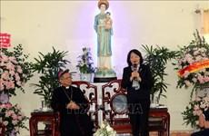 Felicita vicepresidenta de Vietnam a comunidad católica por Navidad