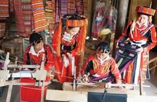 Oficio de tejeduría, tradición trascendida de generación en generación de etnia vietnamita Pa Then