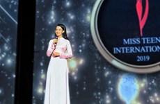 Joven vietnamita se corona en concurso de belleza juvenil en la India