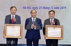Insta primer ministro de Vietnam a garantizar suministro electrónico en su país