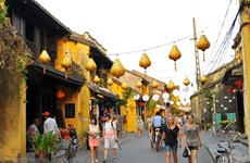 Recibe ciudad patrimonial de Hoi An a visitante extranjero número 4,6 millones