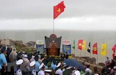 Celebran ceremonia de abanderamiento en punto extremo oriental de Vietnam