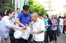 Aseguran un Tet feliz para necesitados y familias beneficiadas de políticas sociales en Hanoi