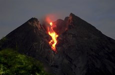 Erupción volcánica en Indonesia amenaza vida de pobladores
