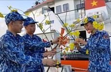 Envían en Vietnam regalos a soldados y pobladores en área isleña por motivo del Año Nuevo Lunar
