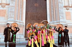 Impresiona danza vietnamita en festival de bailes en Italia