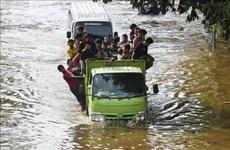Aumentan cantidad de muertes por inundaciones en Indonesia