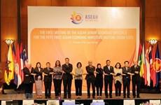 Presenta Vietnam iniciativas para promover Comunidad Económica de ASEAN