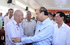 Premier vietnamita entrega regalos a personas desfavorecidas en ocasión del Tet