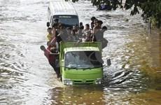Demandan residentes a gobernador de Yakarta por negligencia en respuesta a inundaciones