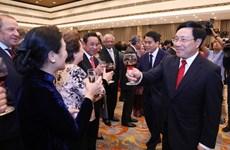 Reúne cuerpo diplomático acreditado en Vietnam con motivo del Tet