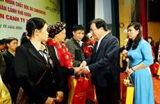 Entregan regalos del Tet a personas desfavorecidas en varias localidades vietnamitas