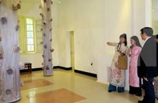 Inauguran exposición de arquitectura de Japón en seda vietnamita