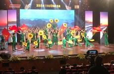 Emocionante programa artístico en saludo a la primavera en Truong Sa