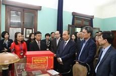 Dirigentes de Vietnam rinden homenaje al Tío Ho en ocasión del Tet