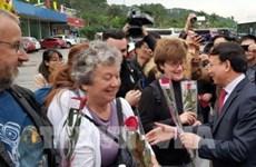Quang Ninh da bienvenida a los primeros visitantes extranjeros del Año Nuevo Lunar