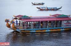 Navegar por río Huong en botes del dragón, experiencia imperdible en ciudad vietnamita de Hue
