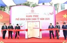 Calle primaveral de libros de Hanoi abre sus puertas al público