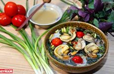 Sopa de fideos con caracoles, manjar típico de Hanoi