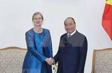 Premier vietnamita recibe a nueva embajadora de Suecia