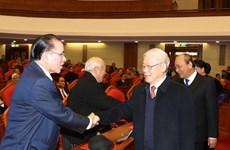 Se reúne Buró Político con exaltos dirigentes del Partido Comunista y Estado de Vietnam