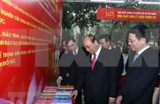 Asiste premier de Vietnam a exposición literaria por los 90 años del Partido Comunista