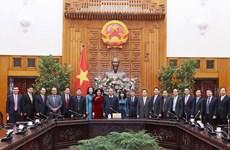 Premier vietnamita se reúne con embajadores y jefes de misiones diplomáticas recién nombrados