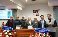 Gana enciclopedia checo- vietnamita premio Diccionario del año