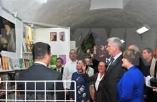 Presencia presidente de Cuba inauguración de pabellón vietnamita en Feria Internacional del Libro de La Habana