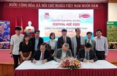 Firman acuerdo de patrocinio para Festival Hue 2020 en Vietnam
