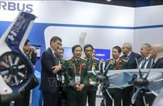 Delegación del Ministerio de Defensa de Vietnam cumple amplia agenda de trabajo en Singapur