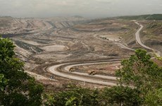 Afloja Indonesia restricciones en ley minera