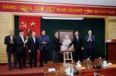 Dirigente partidista felicita a los médicos vietnamitas por su Día Nacional