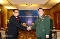 Ministro de Defensa de Vietnam recibe a alto funcionario militar de Indonesia