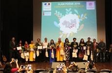 """Lanzan en Vietnam concurso de poesía en formato """"slam"""""""