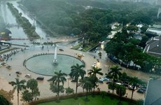 Lluvias torrenciales inundan la capital de Indonesia
