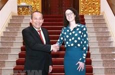 Viceprimer ministro de Vietnam recibe a ministra de estado de Hesse de Alemania