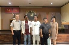 Recibe embajada de Vietnam en Tailandia a pescadores connacionales rescatados