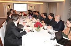 Intercambia Vietnam experiencias del desarrollo socioeconómico con Reino Unido e India