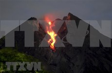 Volcán en Indonesia arroja cenizas de seis mil metros de altura