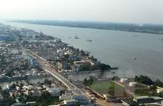 Reunión sobre modernización de red de suministro de agua en Delta Mekong