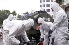 Se esterilizan calles de Hanoi para contener la propagación de COVID-19