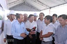 Inspecciona premier de Vietnam construcción de obra de transporte clave en región meridional