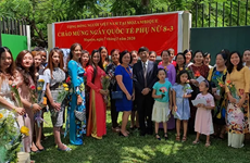 Honran a mujeres vietnamitas en Mozambique